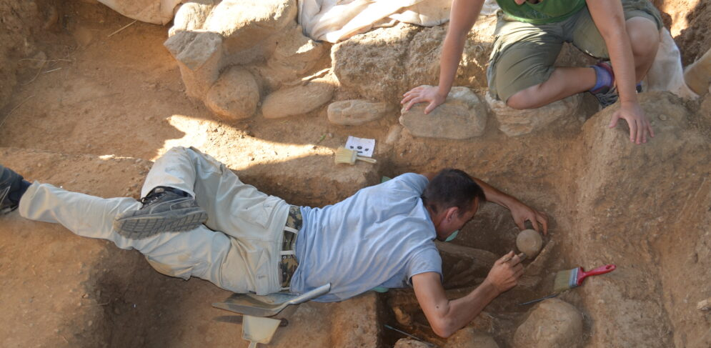 excavating-a-prehistoric-cemetery-2